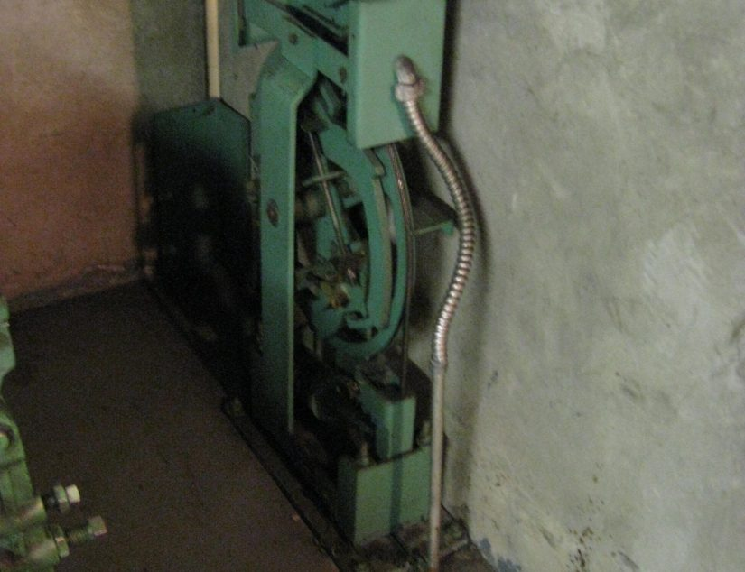 Old US Elevator Governor Replaced During Modernization